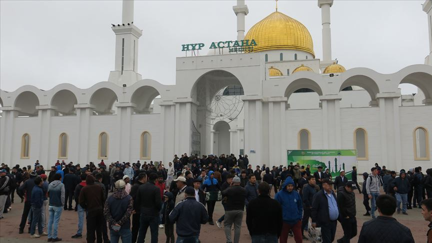 kazakistan en büyük camii