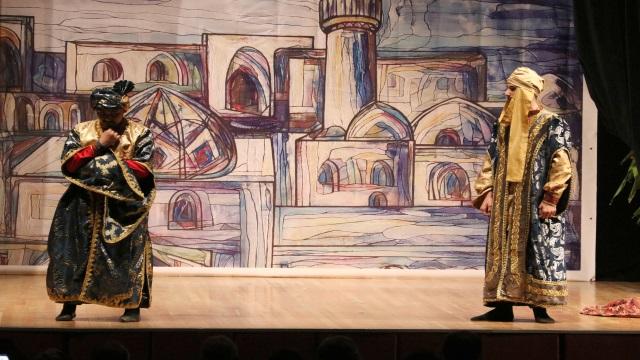 """Azerbaycanlı tiyatro topluluğu, """"Alemin Nefesi: Nesimi"""" isimli tiyatro oyununu sahneye koydu"""