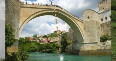 Mostar Köprüsünden sessiz atlayış
