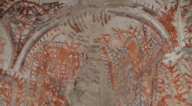 Osmanlı uç beyinin türbesinden eski Orta Asya Türk motifleri