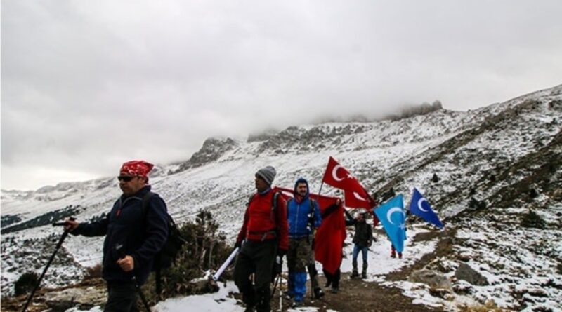 Seydişehir de Dağcılar Doğu Türkistan'a Destek için Küpe Dağı'na tırmandılar